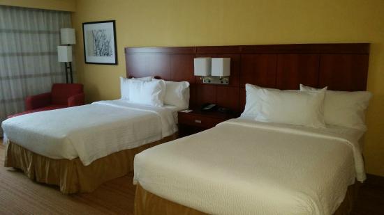 Courtyard Sarasota Bradenton Airport: double beds