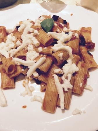 Al Mulino : Pasta with tomato & aubergine