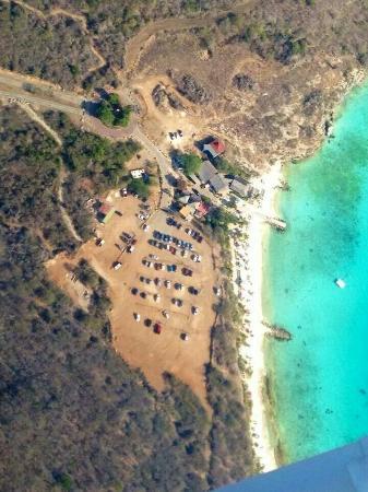 Flamingo Park Bungalows & Diving Curacao : De porch bij de bungalow (afhankelijk van type) en de standjes vlakbij zijn Porto Marie en Daaib