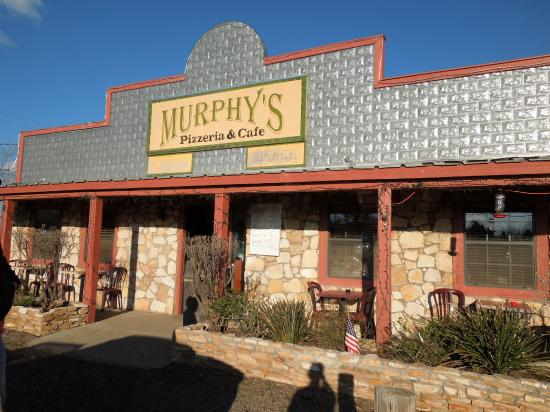 Murphy's Pizzeria & Cafe: Right on the corner of 118 and 17