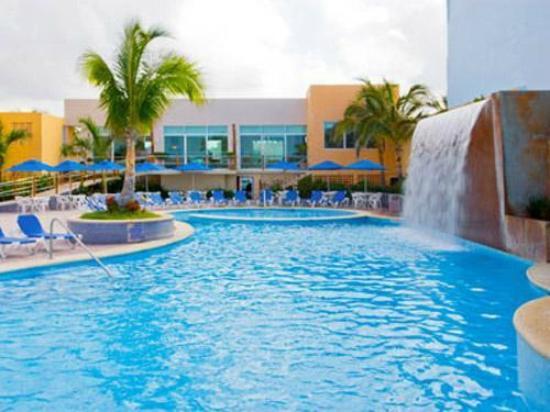 Hotel las flores y su piscina fotograf a de hotel las flores ica tripadvisor - Hoteles en huesca con piscina ...