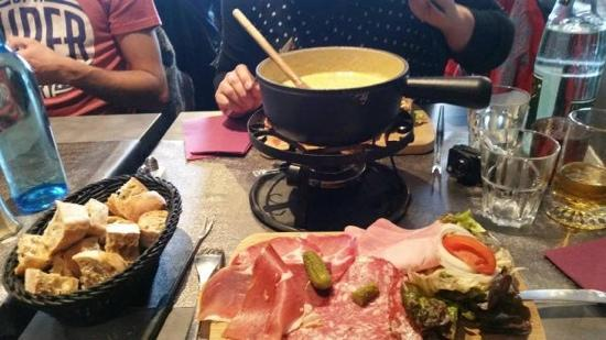 Fondue savoyarde aux cepes et sa charcuterie picture of le tivoli val thorens tripadvisor - Service a fondue savoyarde ...