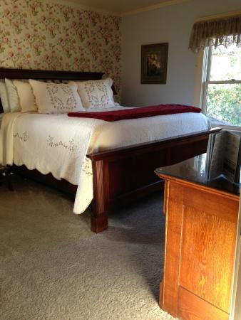 Abigail's Bed and Breakfast Inn: Abigail Adams K/Size with optional Twin