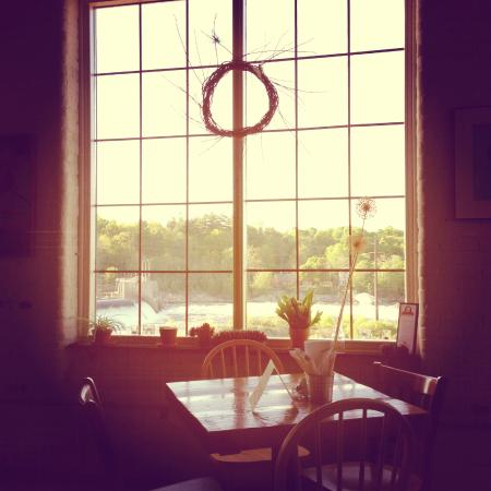 Frontier Cafe: Inside Frontier with view of the river and mill falls