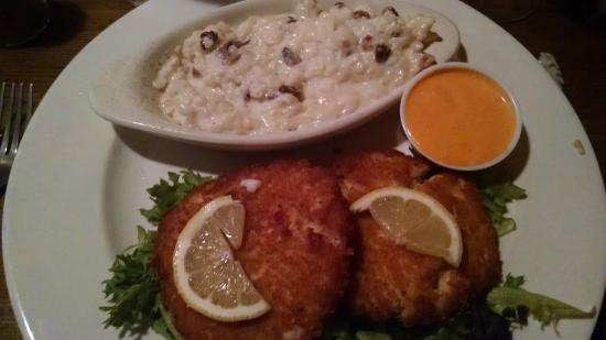 238 Cherokee Grill: Crab cakes and pecan risotto