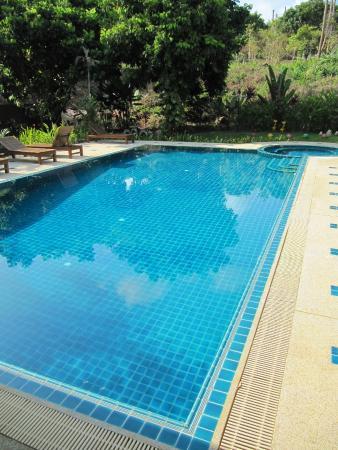 บ้านร่มไม้ รีสอร์ท: pool