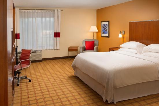 Four Points by Sheraton Jacksonville Baymeadows: Beautifully appointed rooms