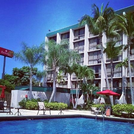 Ramada By Wyndham West Palm Beach Airport Pool Side
