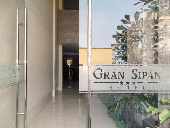 Gran Sipan Hotel: Ingreso