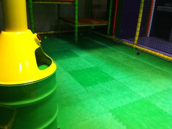 Partyman World Of Play: More empty ball pool