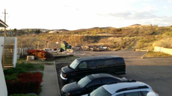 Motel 6 Globe : Parking lot