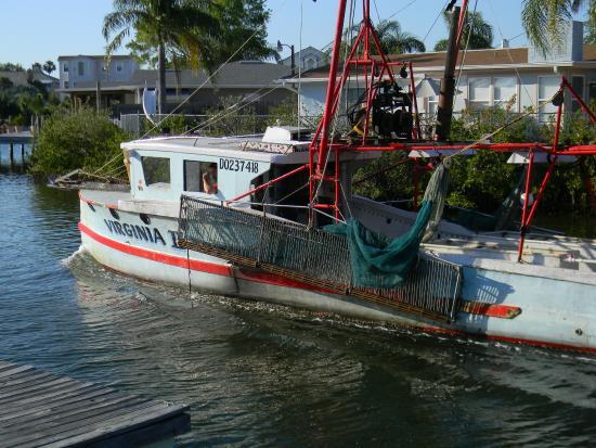 Hudson Dockside Inn: Shrimp Boat