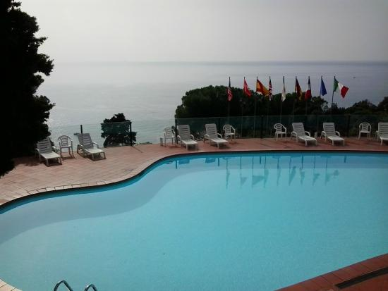 Hotel El Chico : vue de la chambre sur la piscine et la mer