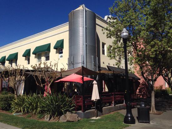 Bear Republic Brewing Company: Bear Republic Brewery - Healdsburg, CA