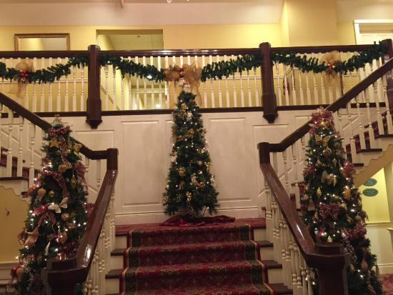 Riverbend Inn and Vineyard : Staircase leading to rooms