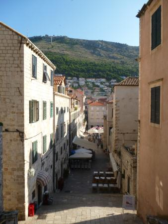 Apartments Placa Dubrovnik: View of the street that the apartment is on