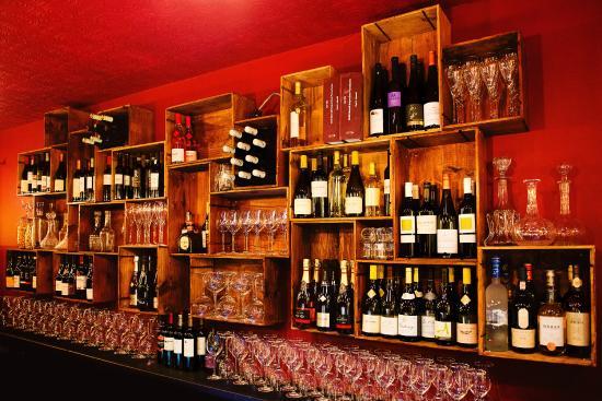 Fleet, UK: Wine box bar