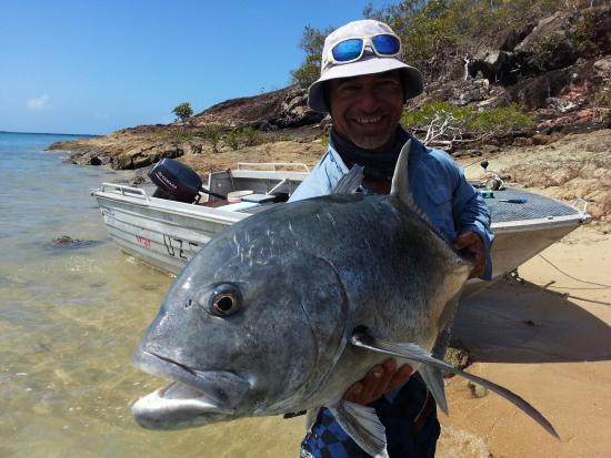 Giant trevally fotograf a de roko island fishing charters for Delaware fishing charters