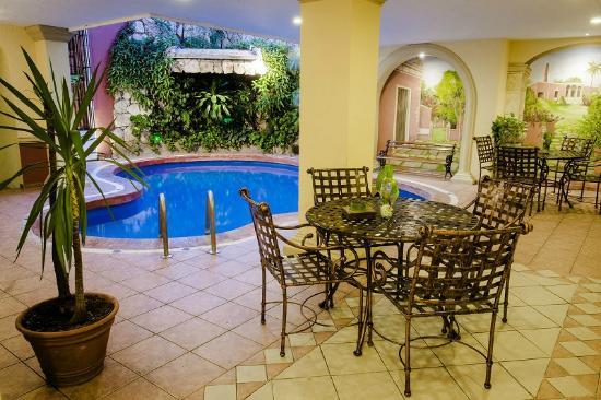 Hotel Colonial: Area de Piscina