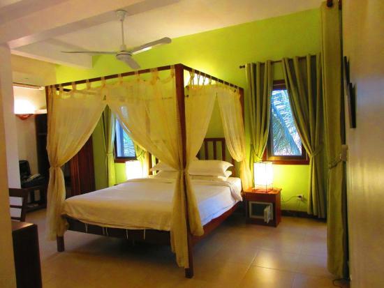 Auberge Mont-Royal d'Angkor: La chambre est spacieuse