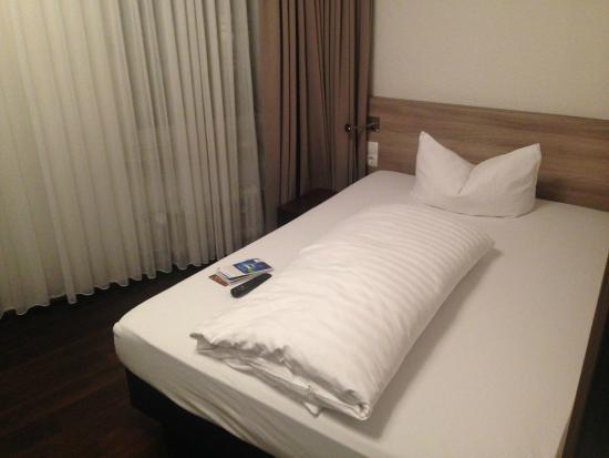 Schwarzwaelder Hof Hotel : Modern room