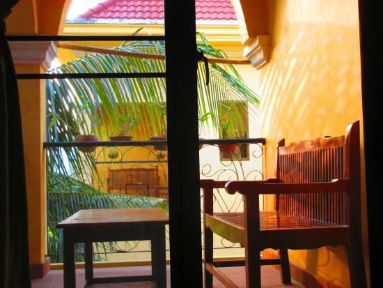 Auberge Mont-Royal d'Angkor: Une petite terrasse ventilée très agréable pour se détendre