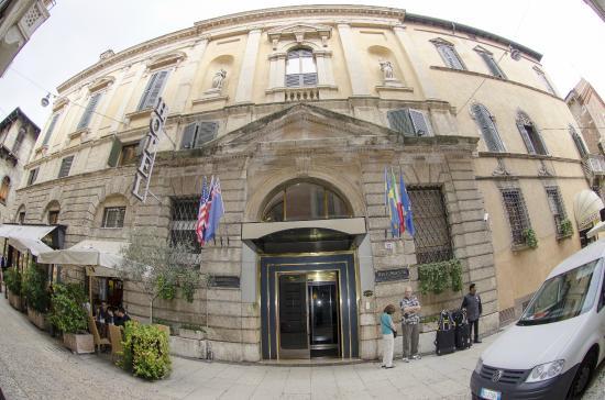 Entrada do hotel picture of accademia hotel verona for Accademia verona
