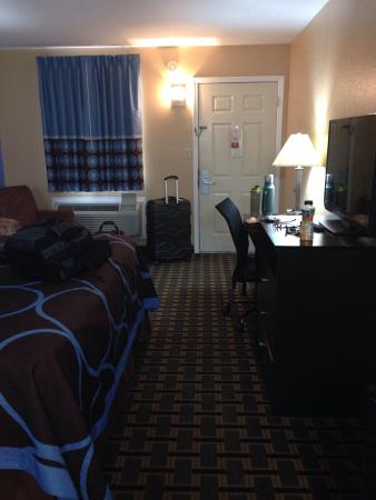 Super 8 Henryetta: Room overview