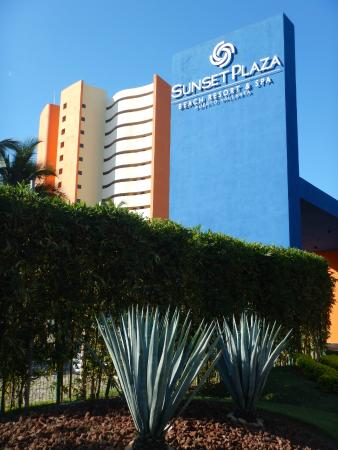 Drive Up View Of Backside Of Hotel Picture Of Sunset Plaza