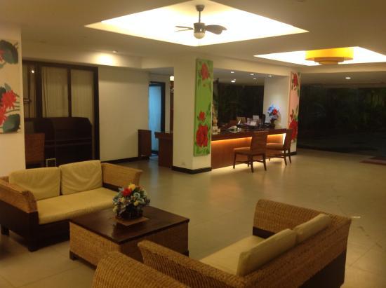 Beach Terrace Hotel Krabi: ресепшн и лобби