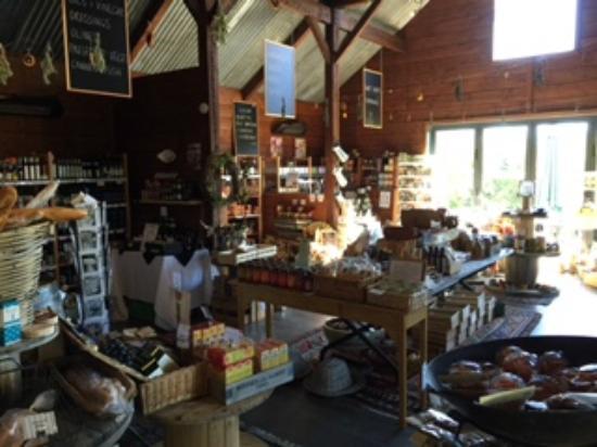 Florences Foodstore & Cafe: Shop area
