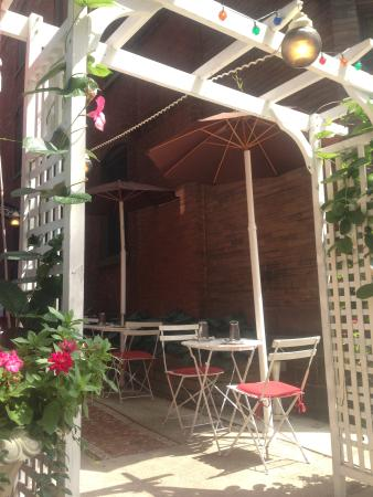 Tony Stella's Encore: outdoor dining