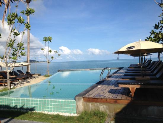 Escape Beach Resort สระว ายน ำ ว วสวย