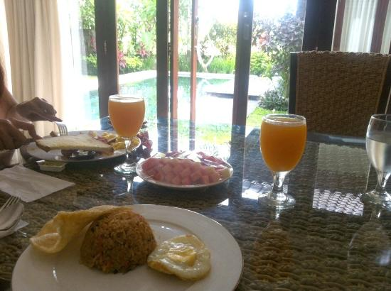 Swan Keramas Bali Villas: Breakfast in villa