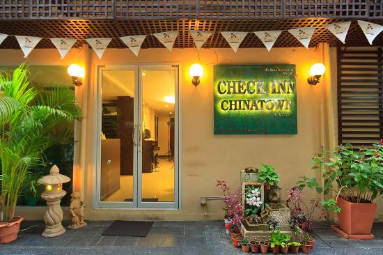 Check Inn Chinatown: Entrance