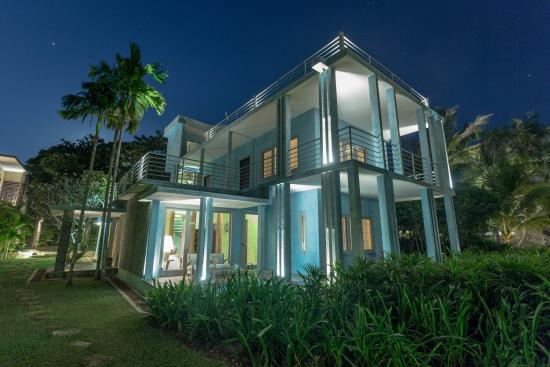 Knai Bang Chatt: Blue house at night
