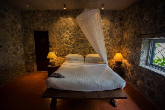 Knai Bang Chatt: Traditional Khmer style Bed