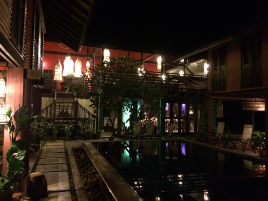 The Village House: Bar