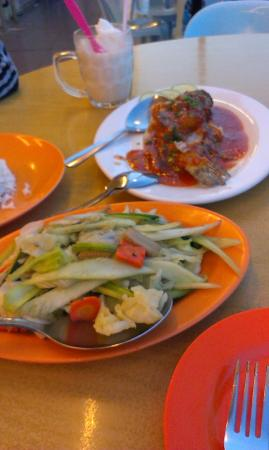 Ocean Treasure Live Seafood Restaurant : garoupa sambal nyonya style and mixed veggies with oyster sauce
