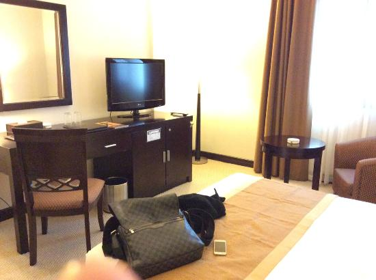 Monroe Hotel: Room looked tired and overused