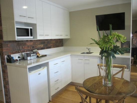 Ballina Palms Boutique Motel: Excellent kitchen/dining area