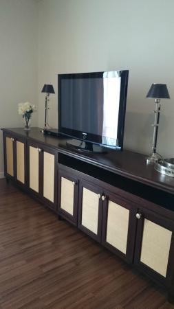 Rongratana Executive Residence: living room