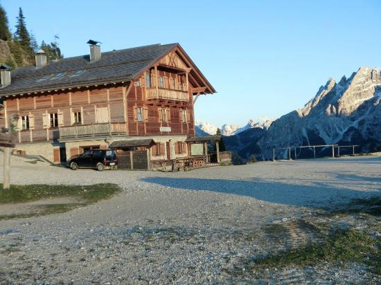 Rifugio Vallandro: Dürrensteinhütte Sommer