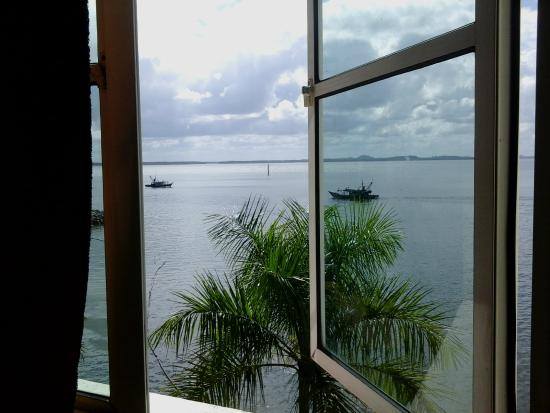 Sandakan Backpackers Hostel: A lovely view from the Double Seaview Room