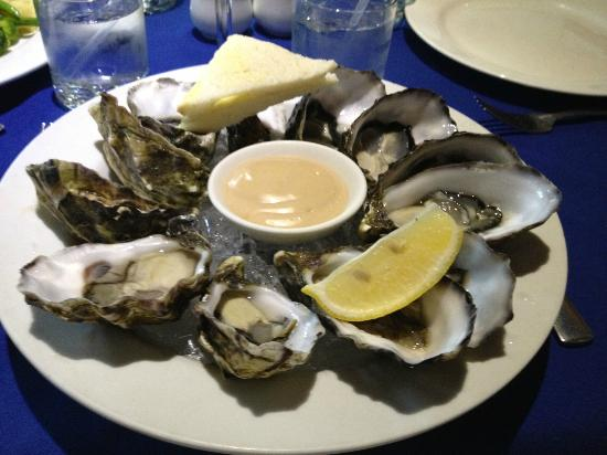 George's Paragon Seafood Restaurant Mt. Tamborine: Fresh Oysters