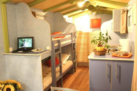 int rieur d 39 une roulotte photo de domaine de la grelette sainte menehould tripadvisor. Black Bedroom Furniture Sets. Home Design Ideas