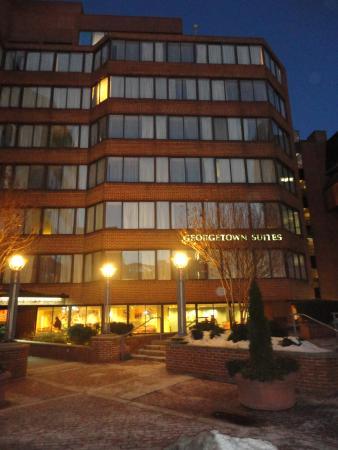 Georgetown Suites: Façade Hotel