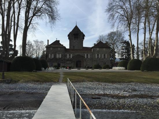 Chateau de Coudree: close to the lake