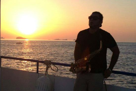 Aquabus Ferry Boats: Sunset Boat cruise with saxophone player