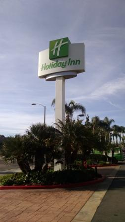Holiday Inn Santa Ana-Orange County Airport : Sign in Front of Motel